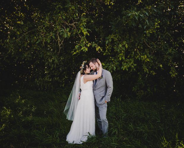 Backyard wedding photography near Eugene, Oregon.
