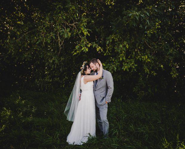 Backyard wedding photography near Eugene, Oregon.